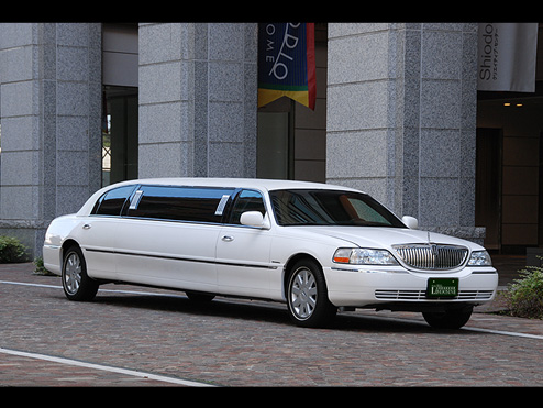 ラインアップ リンカーンタウンカー(白)リムジン